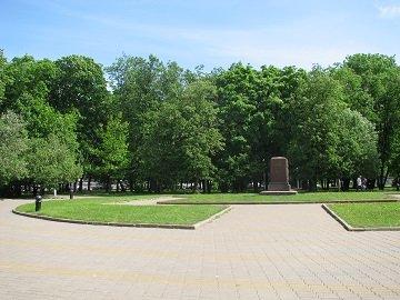 Сквер 300-летия воссоединения Украины с Россией у метро Киевская