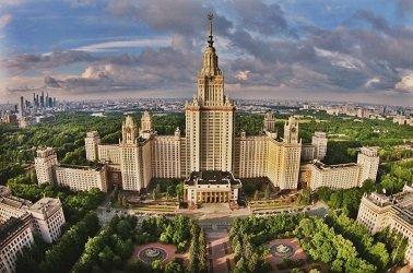 Главный корпус МГУ - сталинская высотка.