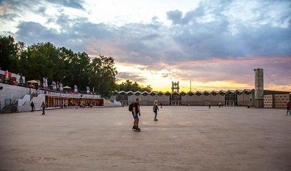 Фестивальная площадь в парке Сокольники.