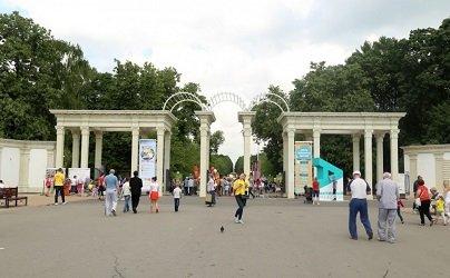 Главный вход в парк Сокольники.