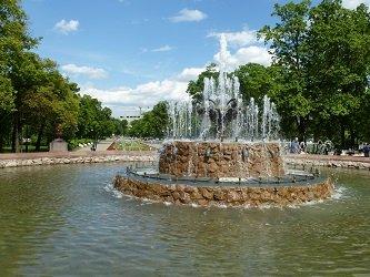 Болотный фонтан в Репинском сквере.