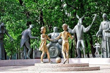 Скульптурная композиция Дети - жертвы пороков взрослых.