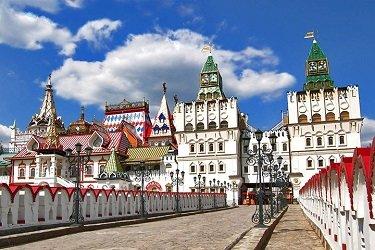 Вход в Кремль в Измайлово - по широкому мосту.