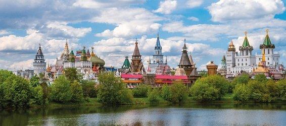 Кремль в Измайлово на берегу Серебряно-Виноградного острова в Москве.