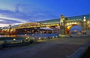 Пушкинский (Андреевский) пешеходный мост в Москве, метро Шаболовская