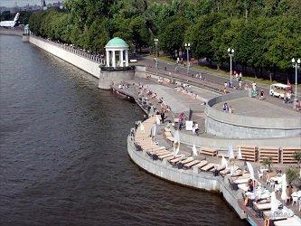 Пушкинская набережная в Москве, метро Шаболовская
