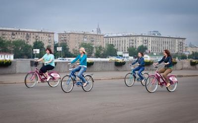 В парке горького можно взять в аренду велосипед.