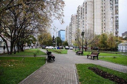 Сквер на Люсиновской улице