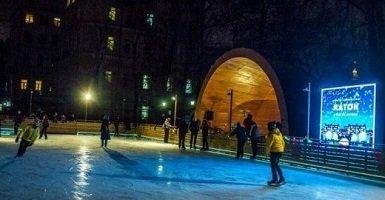 Каток «Русская зима» у метро Комсомольская