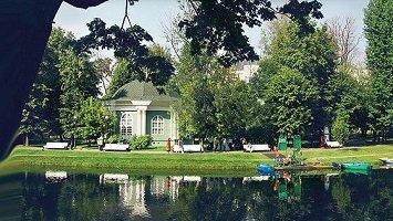 Екатерининский парк в Москве у метро Проспект Мира