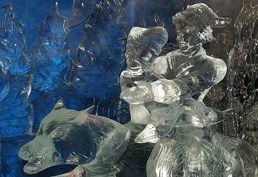 Галерея русской ледовой скульптуры у метро Улица 1905 года