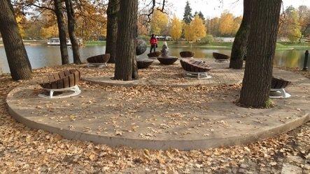 Садовый пруд в парке Останкино, ВДНХ.