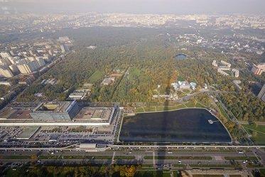 Вид с закрытой смотровой площадки Останкинской башни.