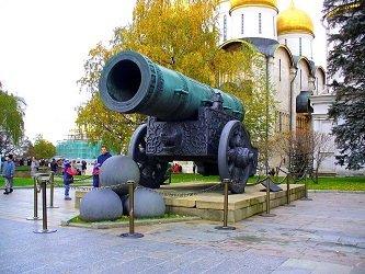 Царь-пушка в Москве.