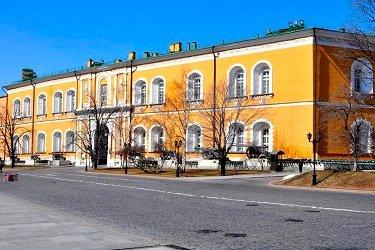 Троицкий мост в Кремле.