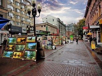 Легендарный Арбат - одна из самых старых улиц Москвы