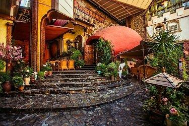 Ресторан Генацвале в Арбатском переулке в Москве.