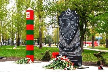 Аллея пограничников в парке Победы.