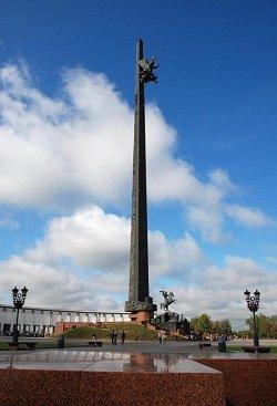 Монумент Победителей в парке Победы в Москве.